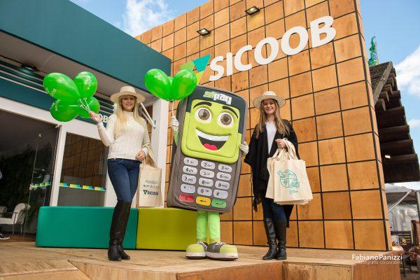 Fotos para SISCOOB durante a Expointer.
